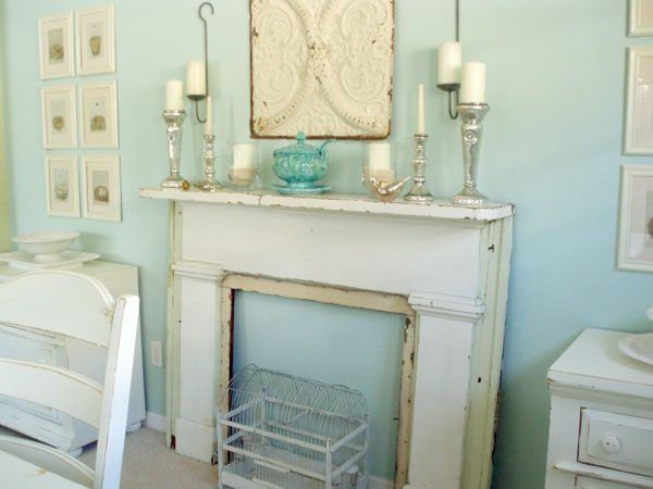 5 ways to fake a fireplace mantel infarrantly creative - Chimenea de decoracion ...